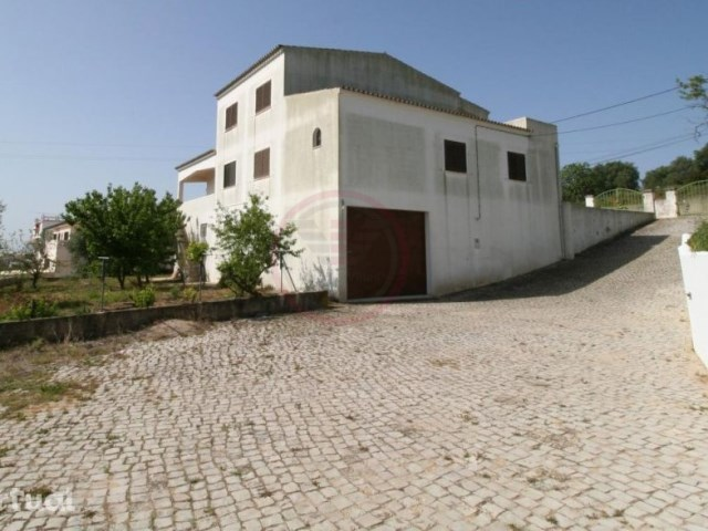 UNDER OFFER! Villa with 6 bedrooms, plot and sea view in Loulé | 6 Bedrooms | 3WC