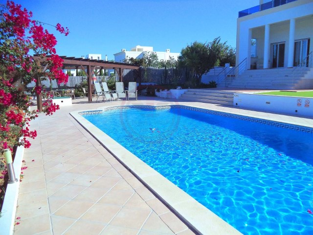 4 bedroom villa with pool in Quinta do Perogil, Tavira | 4 Bedrooms | 4WC