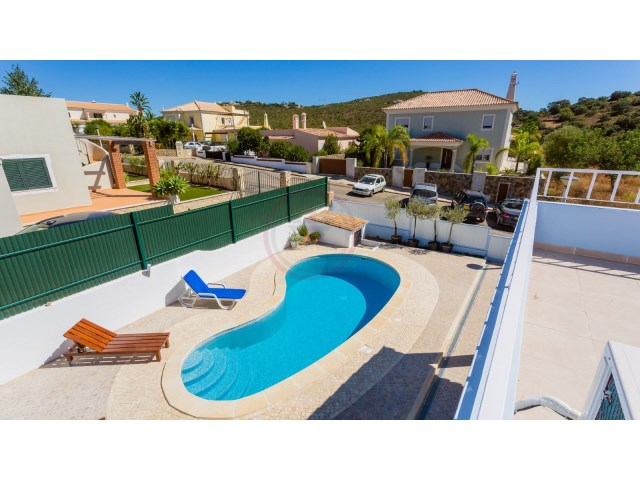 Renovated villa with 5 bedrooms and swimming pool in sought after area  | 5 Bedrooms | 5WC