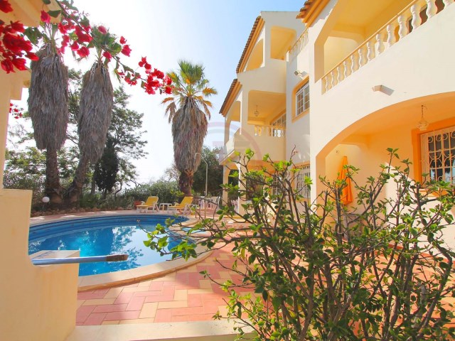 Large villa with 6 bedrooms and swimming pool, near Almancil | 6 Bedrooms | 5WC