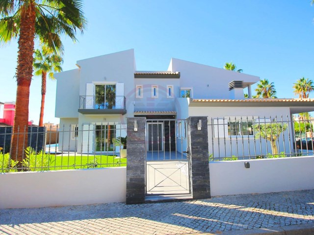 Villa with 4 bedrooms and pool, 10 minutes from beaches, in Almancil | 4 Bedrooms | 5WC