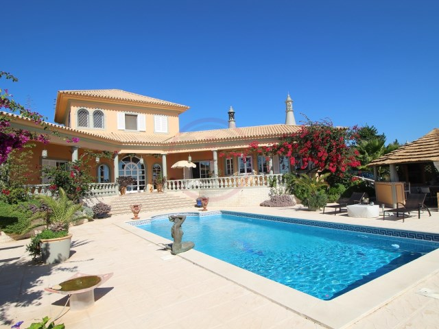 Villa with 2 bedrooms, annex, pool and sea views in Boliqueime | 2 Bedrooms + 1 Interior Bedroom | 3WC
