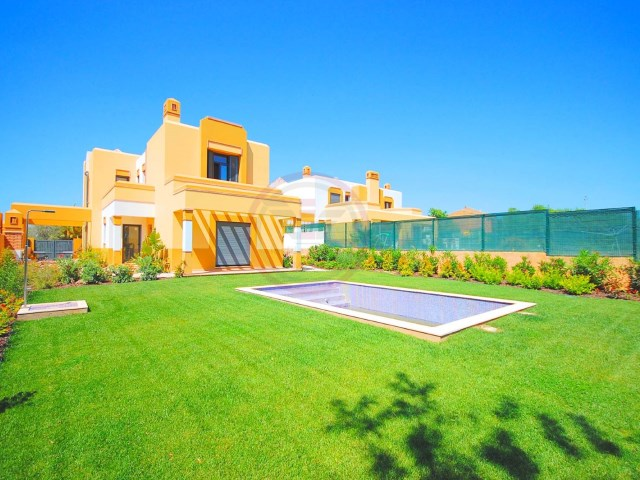 Unique villa with 5 bedrooms and pool in Guia | 5 Bedrooms | 4WC