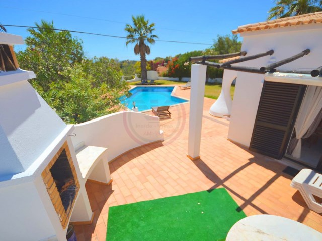 4 bedroom villa with pool and sea views in Santa Bárbara de Nexe | 4 Bedrooms | 4WC