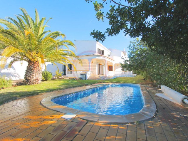 Villa with 4 bedrooms, pool and sea views in Santa Bárbara de Nexe | 4 Bedrooms | 3WC