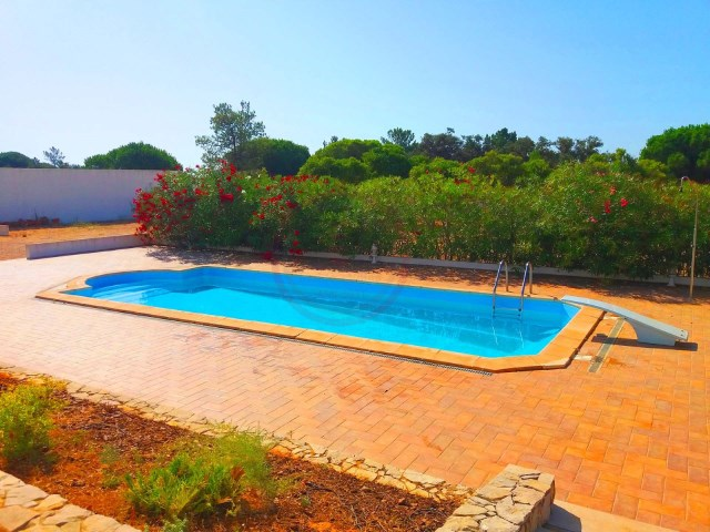 Villa with 3+2 bedrooms, swimming pool and large plot near Fuzeta | 3 Bedrooms + 2 Interior Bedrooms | 4WC