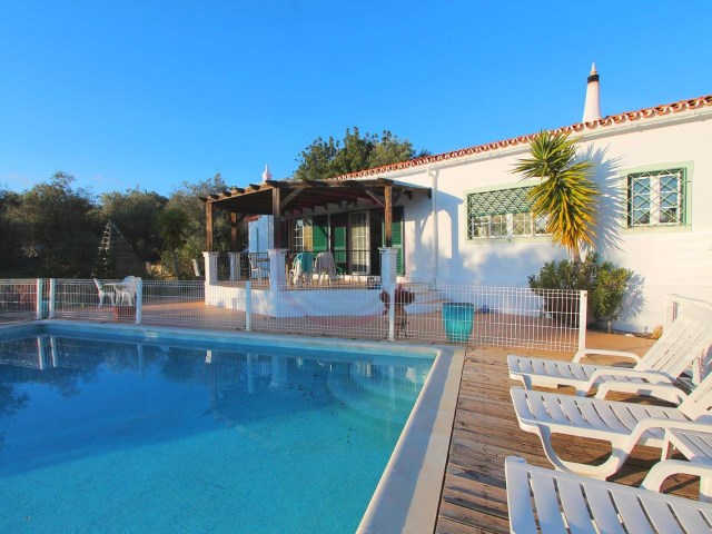 Villa with 3 + 1 bedrooms, garden and swimming pool near Santa Bárbara de Nexe | 3 Bedrooms + 1 Interior Bedroom | 3WC