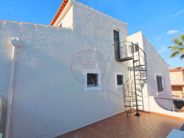 Villa with 4 bedrooms and garage in Quarteira | 4 Bedrooms | 3WC