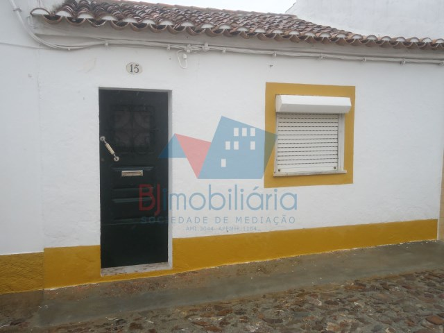 Single Level Home 3 Bedrooms › Entradas
