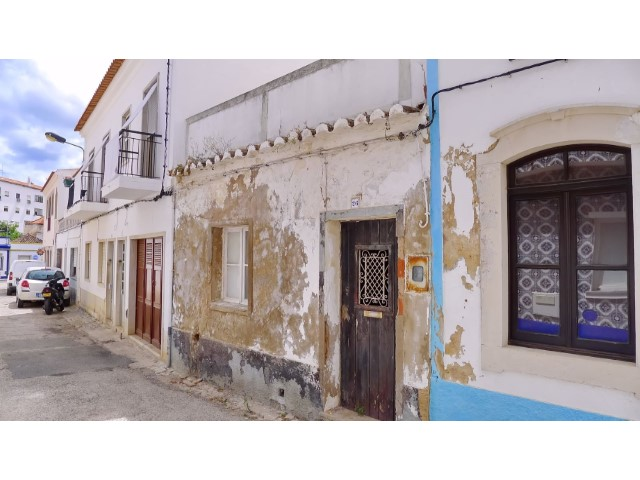 tavira ruin with project 01