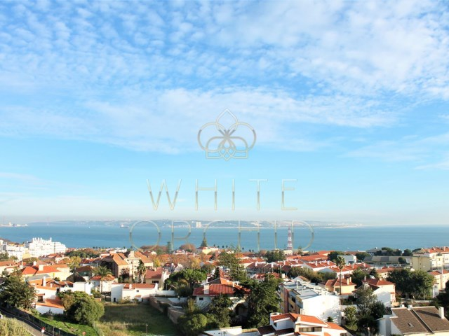 4 bedroom penthouse with terrace of 300 m2 luxury condo, Oeiras