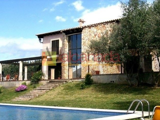 Stunning villa in Pollenca in a huge plot in the mountains_01