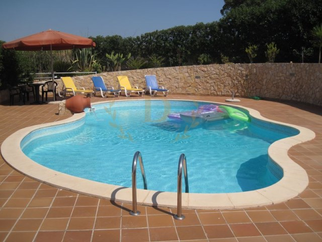 Two Townhouses + T1 with pool and garden for sale, beautiful view, Parchal | 2 Bedrooms + 1 Interior Bedroom