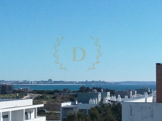 Excellent T2 apartment in Meia Praia-resumption of banking, financing up to 100% | 2 Bedrooms