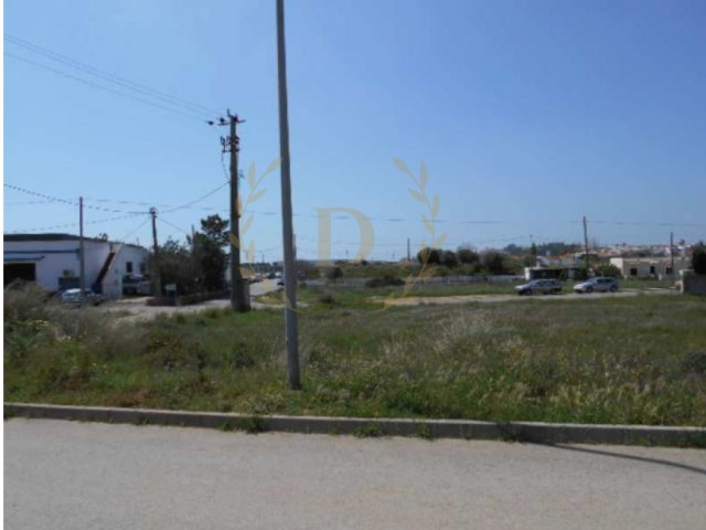 Urban land located in quiet area Algoz with special financing conditions |