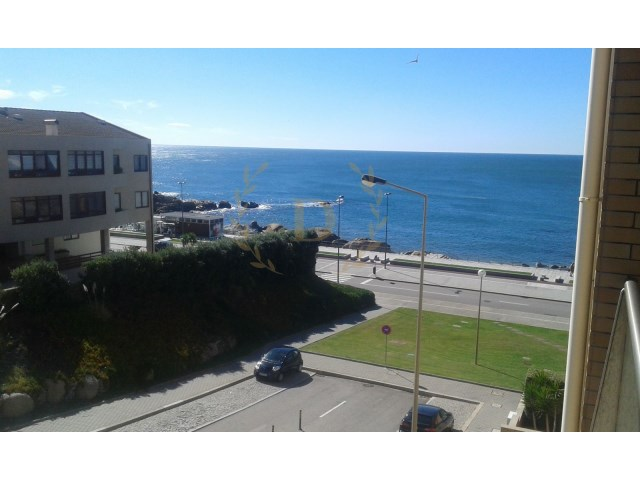 Magnificent 3 bedroom apartment, located 100 metres from the beach.