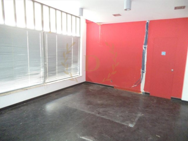 Shop for sale, close to the campsite of Lagos-special financing conditions |