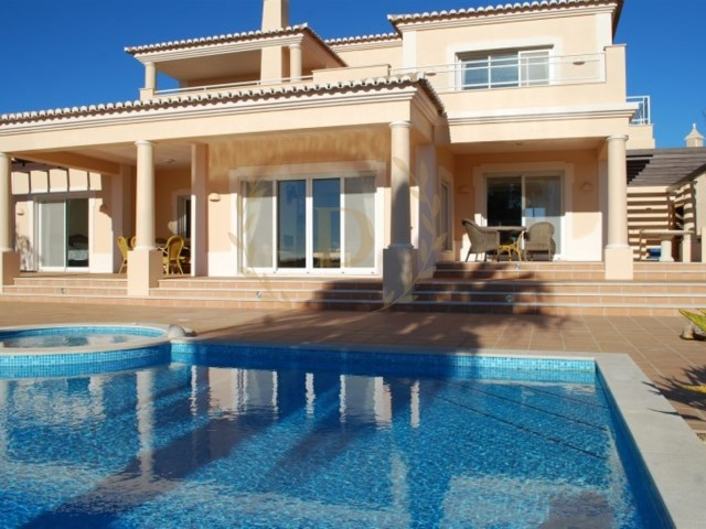 5 bedroom villa with private pool in gated community  | 5 Bedrooms | 4WC
