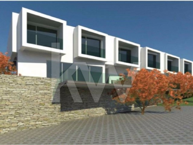 House 4 Bedrooms › Colares