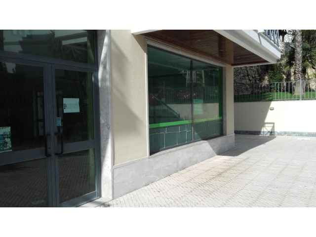 Shop mit 140 m2 in Monte Estoril |