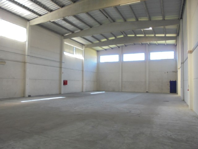 Rental of warehouse, with good access, in Linhó |