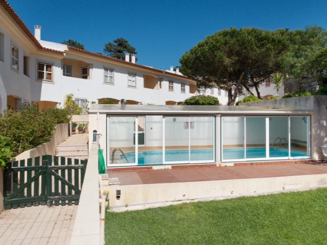 Sale of Villa with communal pool, Garden, garage and sea view in gated community-s. Pedro de Moel