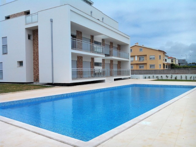 2 bedroom apartment with pool and garage, 250 metres from the beach of São Martinho do Porto.