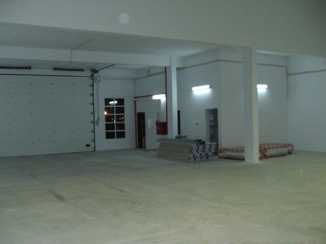 Rental of warehouse in Sintra, Ral, with 500 m2 total area. Great access, direct access to the A16 motorway and IC19 |