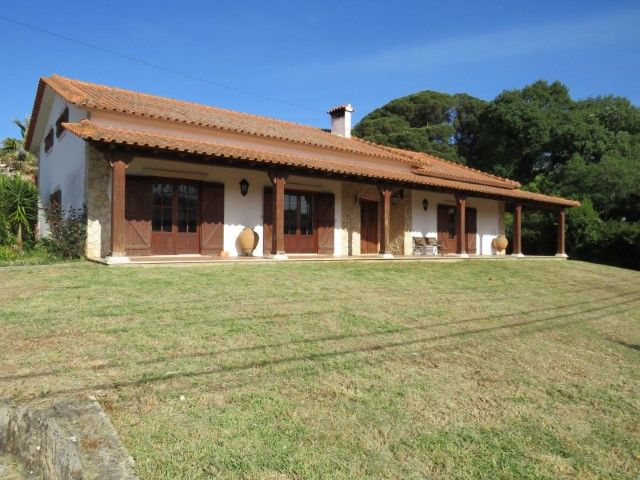 Rustic Villa T4, with garden and swimming pool, in Alcobaça.