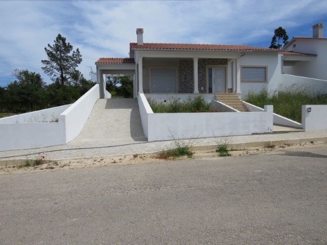 New House 3 bedrooms, in the countryside, 5 minutes of Alcobaça, with 1,300 m2 of land.