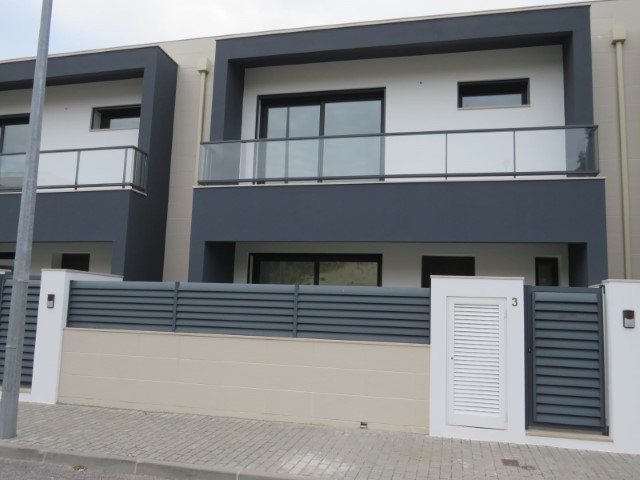 Modern 3 bedroom Villa 240 m2 area, the site of Nazareth, with sea view and 5 minutes from the beach.