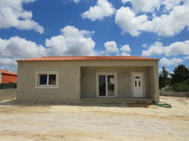 Villa T2 nov, with surrounding land of 380 m2, 5 minutes from the beaches