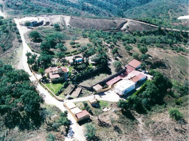 Property located in the heart of the Serra do Caldeirão at 30 Km from the coast | T7+1