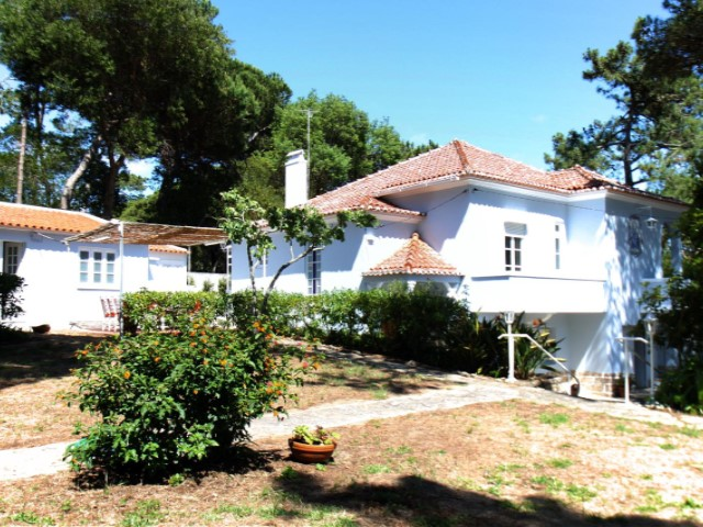 Lease of detached house 4 bedrooms, in land with 4,000 m2 in necklaces, Sintra | 4 Bedrooms | 2WC