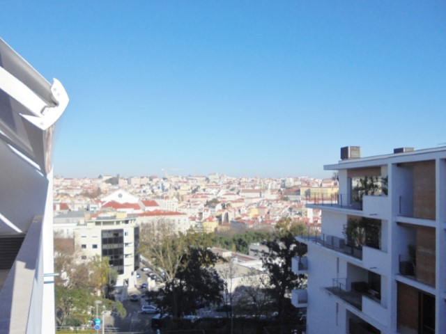 Rent of excellent apartment T3 with 171 m2, in the condominium Quelhas 28, Lisbon (Center).  | 3 Zimmer | 3WC