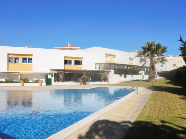 House 3 Bedrooms + 2 Interior Bedrooms › Carcavelos e Parede