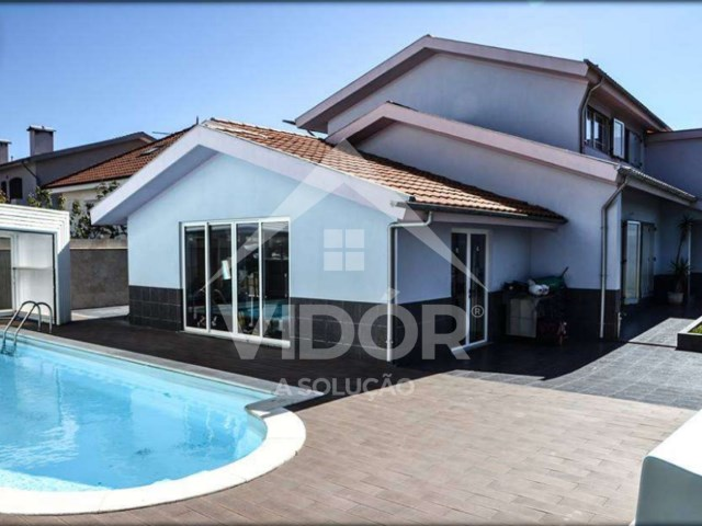 House 4 Bedrooms › Madalena