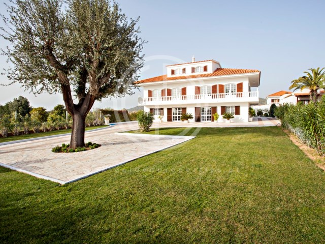 Villa for sale in Quarteira isolated T7