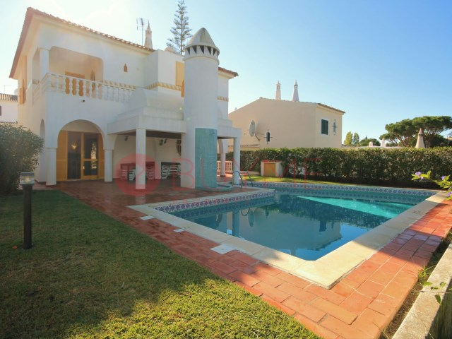 Villa-4-rooms-swimming pool-sale-Vilamoura-BUYMEproperty