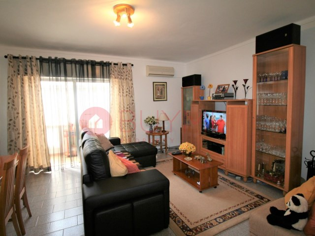 House-sale-5-rooms-City Centre-Quarteira-buymeproperty