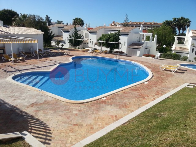 House-sale-pool-Condominio-Closed-Vilamoura-buyme-Property