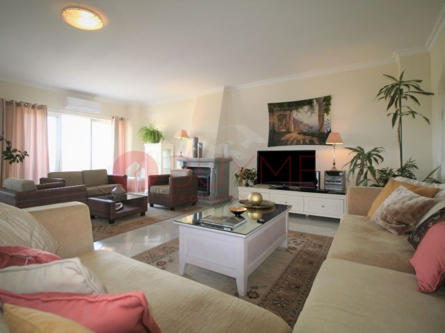 Apartment-condominium-pool-Marina-Vilamoura-buyme-Property