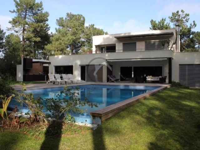 Detached House 4 Bedrooms › Corroios