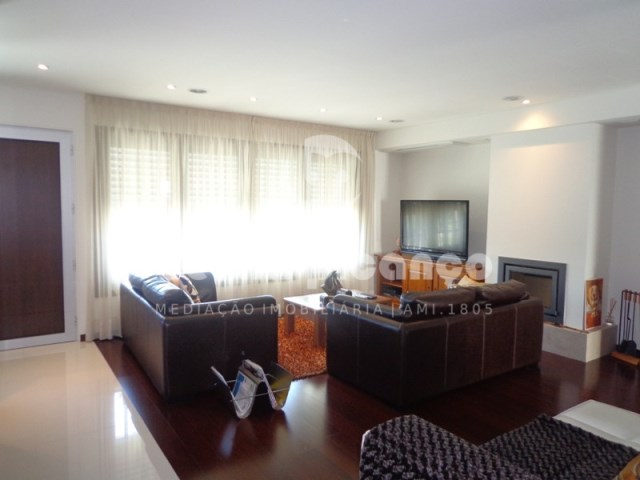 Excellent contemporary design Townhome in recent urbanization Gambelas, close to the beach