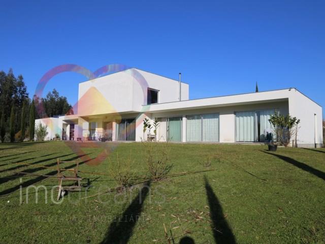 Fantastisches Einfamilienhaus moderner Architektur in Aveiro ...