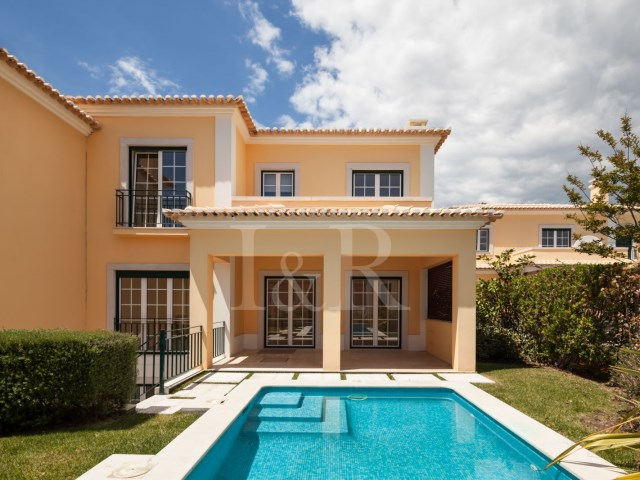 4 bedroom villa in private condominium in Bicesse