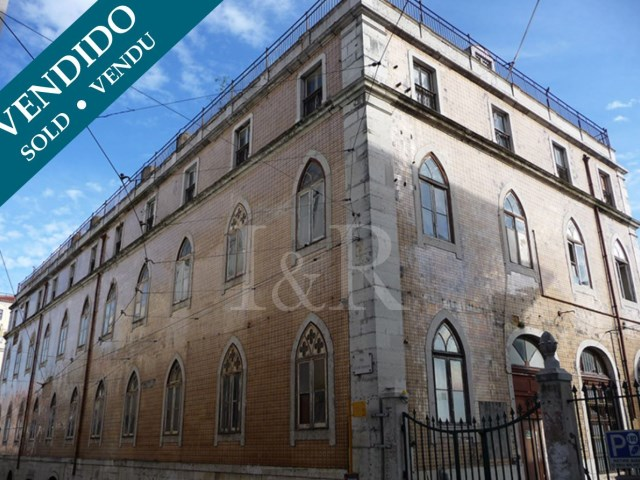 APARTMENT IN CHIADO, LISBON, WITH AMAZING RIVER VIEW AND PARKING |