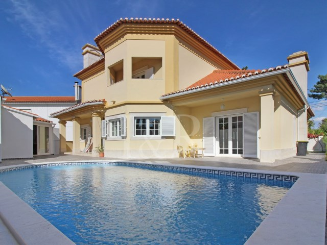 FANTASTIC 5 BEDROOM VILLA WITH POOL IN BELVERDE, SEIXAL | 5 Bedrooms | 4WC