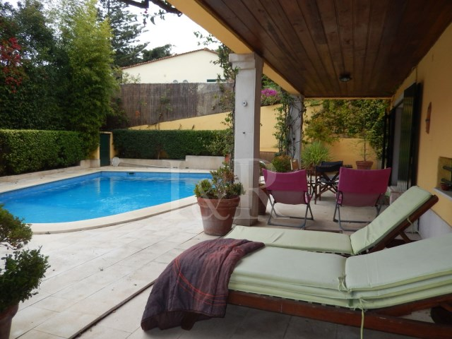 5 BEDROOM VILLA WITH POOL AT 10 MIN. FROM LISBON CENTRE