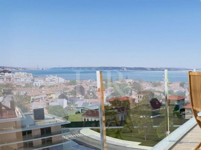 3 BEDROOM APARTMENT IN OEIRAS, LISBON WITH SEA VIEW FOR SALE